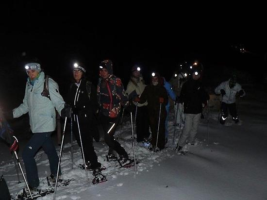 Snowshoeing route in León at night