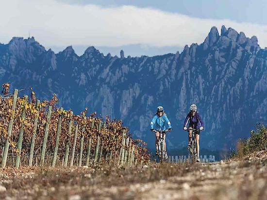 Bike tour with view on Montserrat